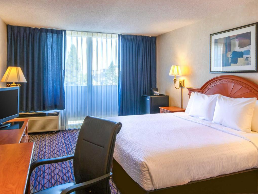 1 Bedroom - Guestroom Clarion Hotel Anaheim Resort