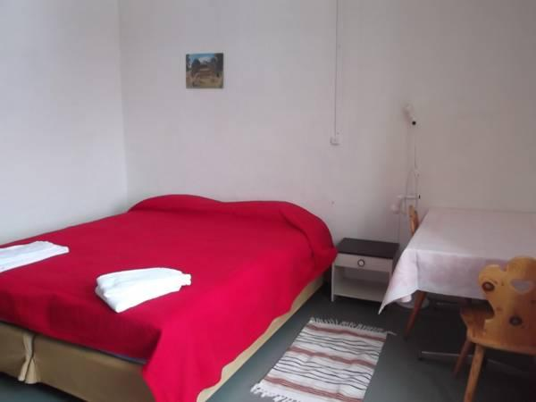 Vierpersoonskamer met gedeelde badkamer (Quadruple Room with Shared Bathroom)