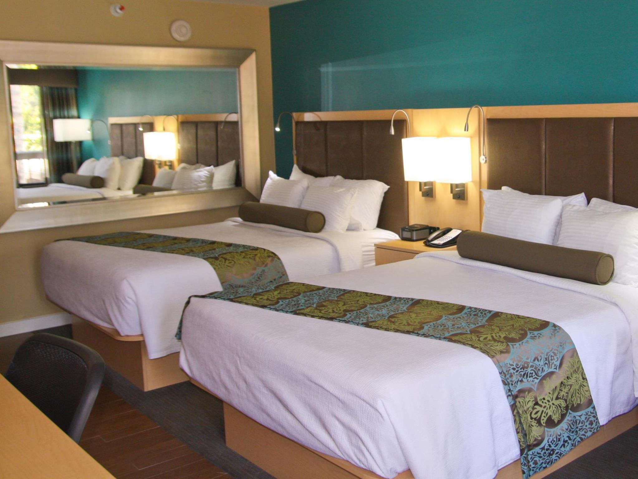 Suite with 2 Queen Beds and Shower - Disabled Access, No Smoking
