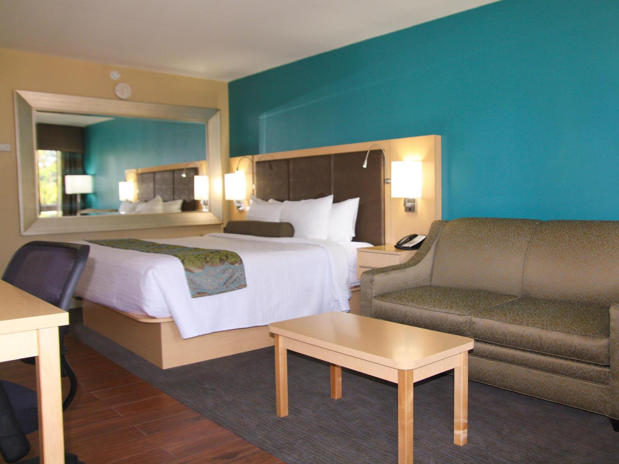 Suite with 1 King Bed, 2 Sofabeds with Shower - Disabled Access, No Smoking