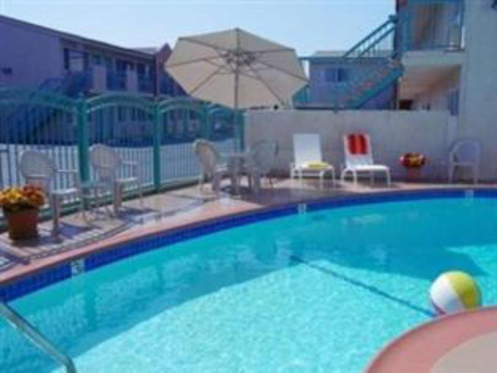Piscina Vine Inn & Suites