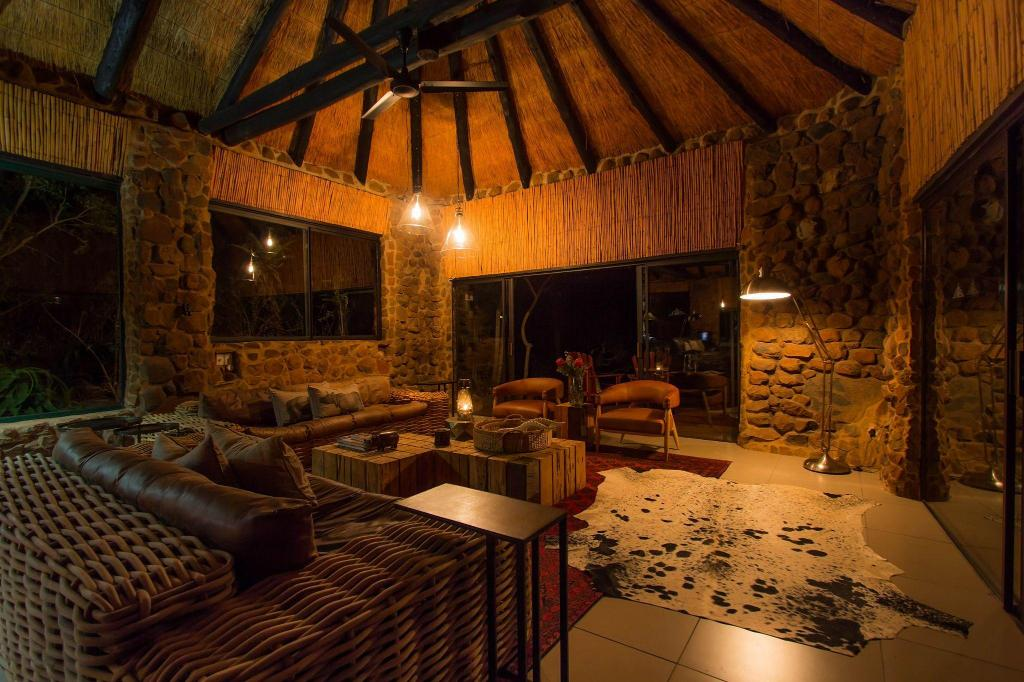 Vista Interior Leopard Mountain Safari Lodge