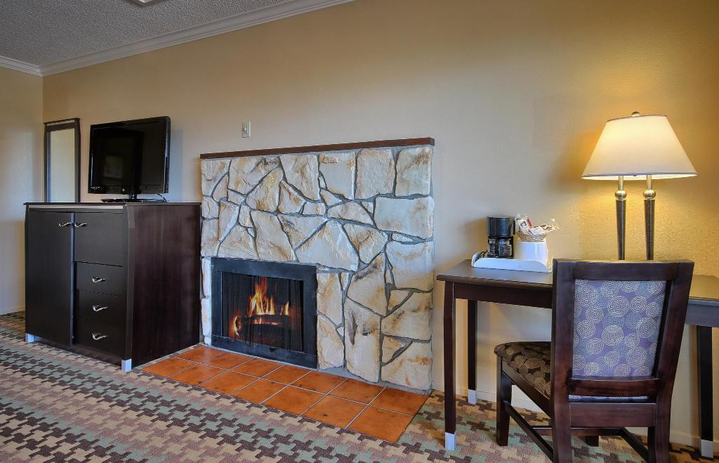 Deluxe King Room - Fireplace
