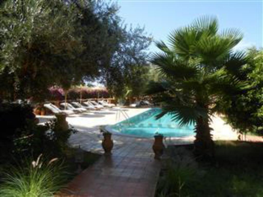 Swimming pool Riad and Villa Emy Les Une Nuits