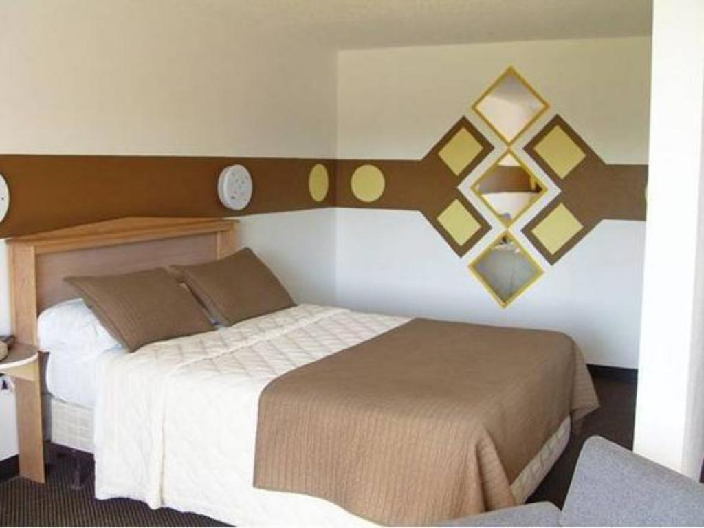 Letto Kennewick Suites