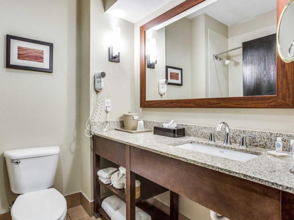 See all 54 photos Comfort Inn and Suites Love Field-Dallas Market Center