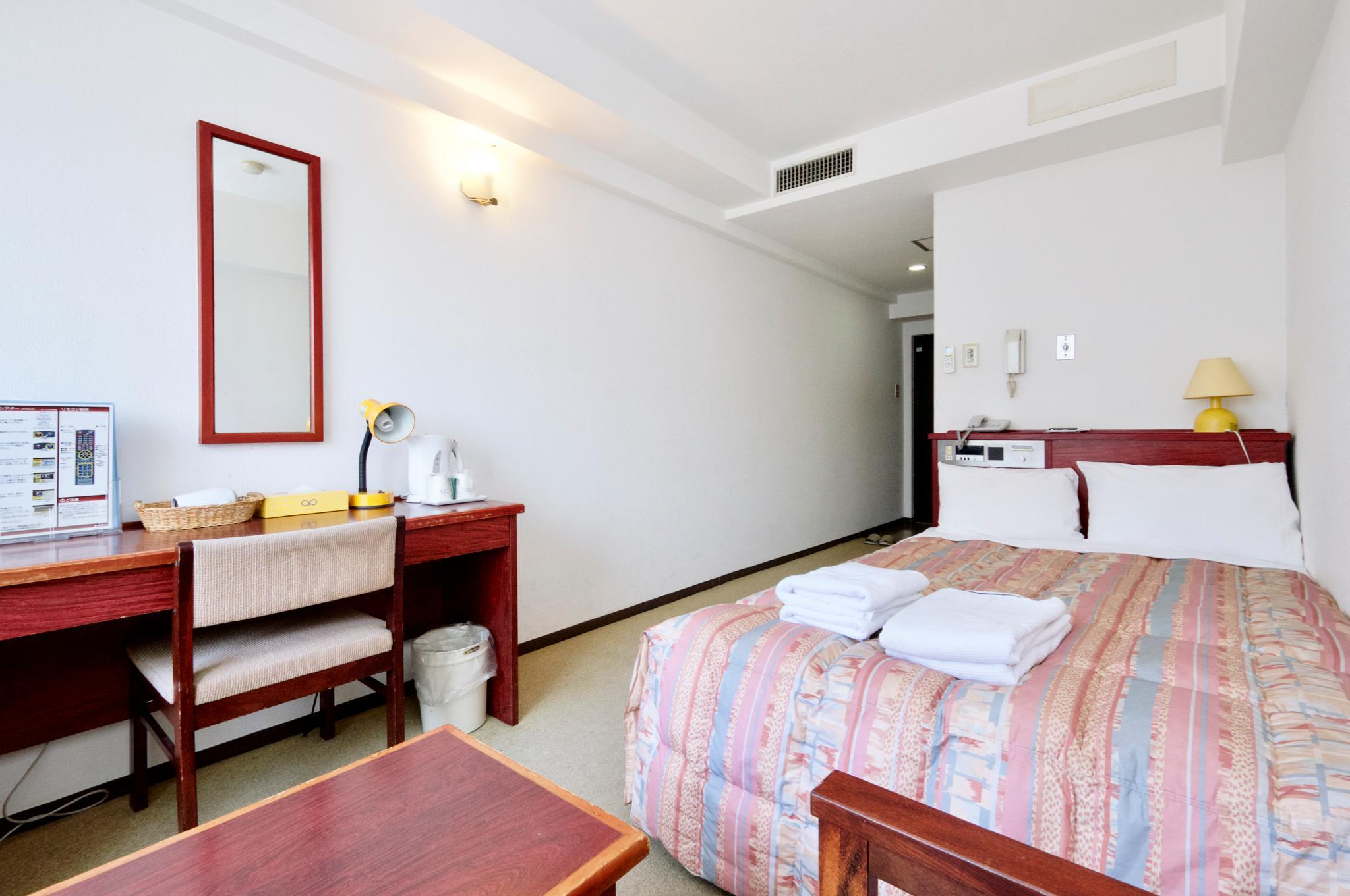 Kamar Semi-Double Bebas Asap Rokok (Semi-Double Room Non-Smoking)