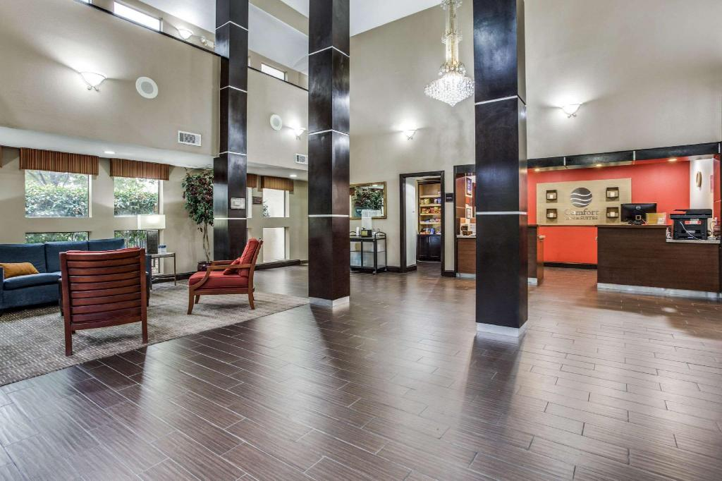 Lobby Comfort Inn and Suites Love Field-Dallas Market Center