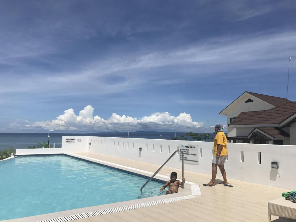 Swimming pool Beachfront Private Villa in Argao Royal Palms