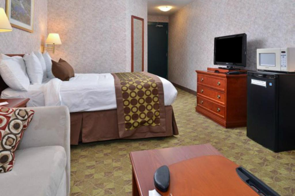 1 Double Bed Non-Smoking Lexington Inn & Suites  - Windsor, ON