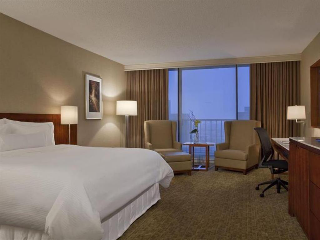 Traditional King - Guestroom The Westin Galleria Houston