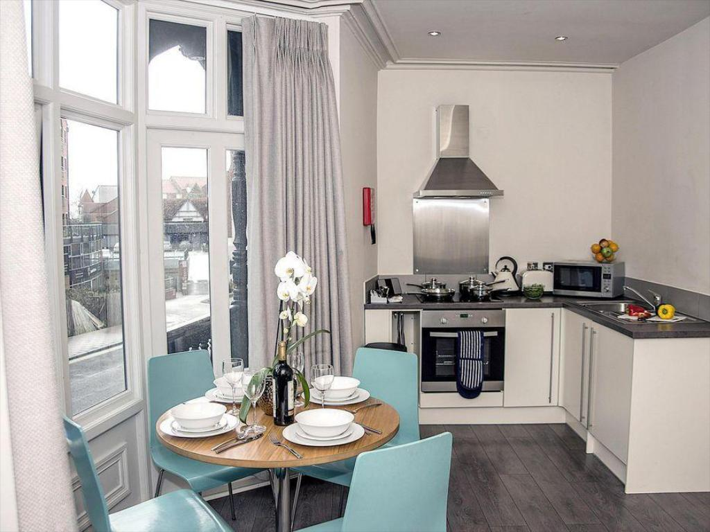 Base Serviced Apartments - City Road in Chester - Room ...