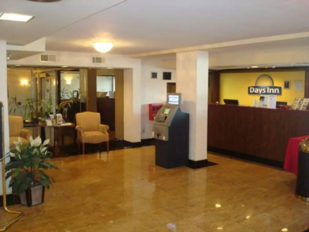 Hotellet indefra Days Inn Conference Center - Bridgewater