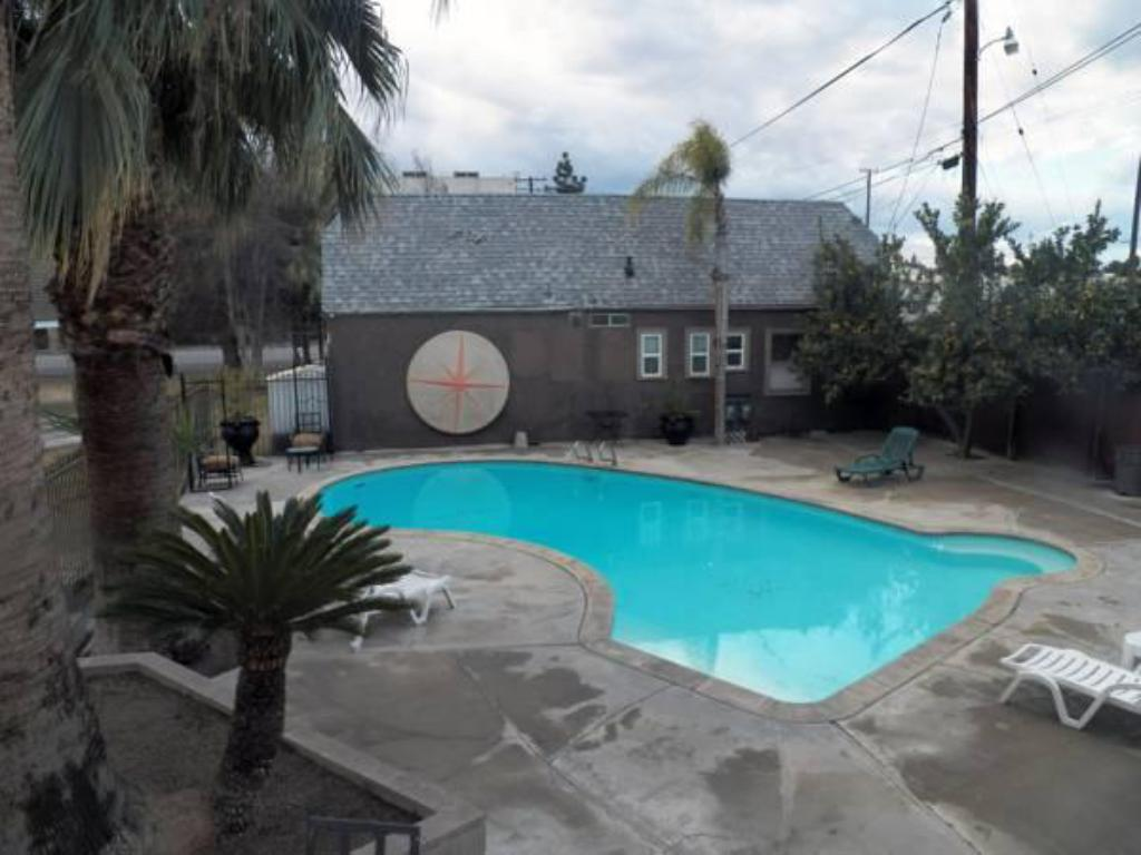Swimming pool Vagabond Inn Executive Bakersfield Downtowner
