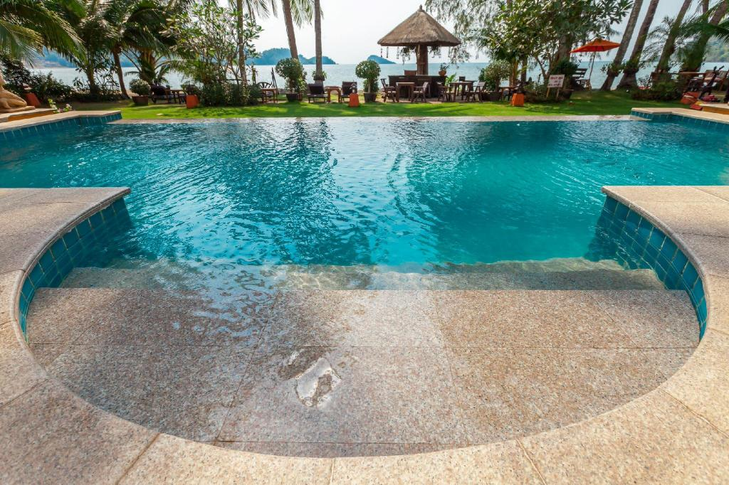 Swimming pool [outdoor] Little Sunshine Boutique Beach Resort & Spa