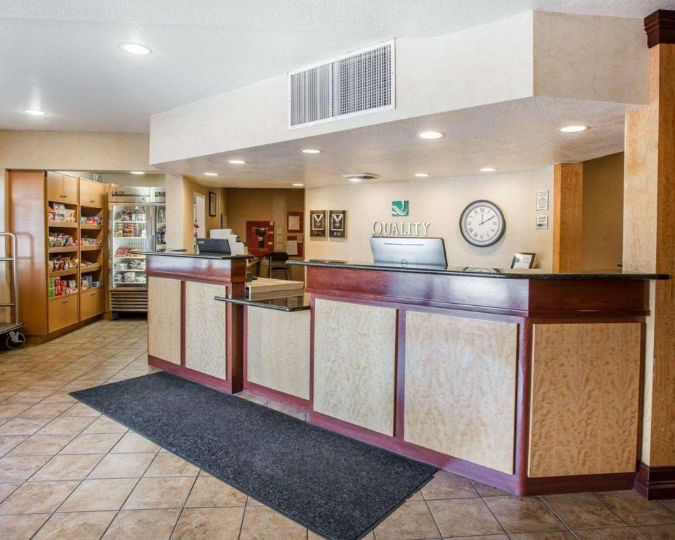 Lobi Quality Inn & Suites Denver International Airport