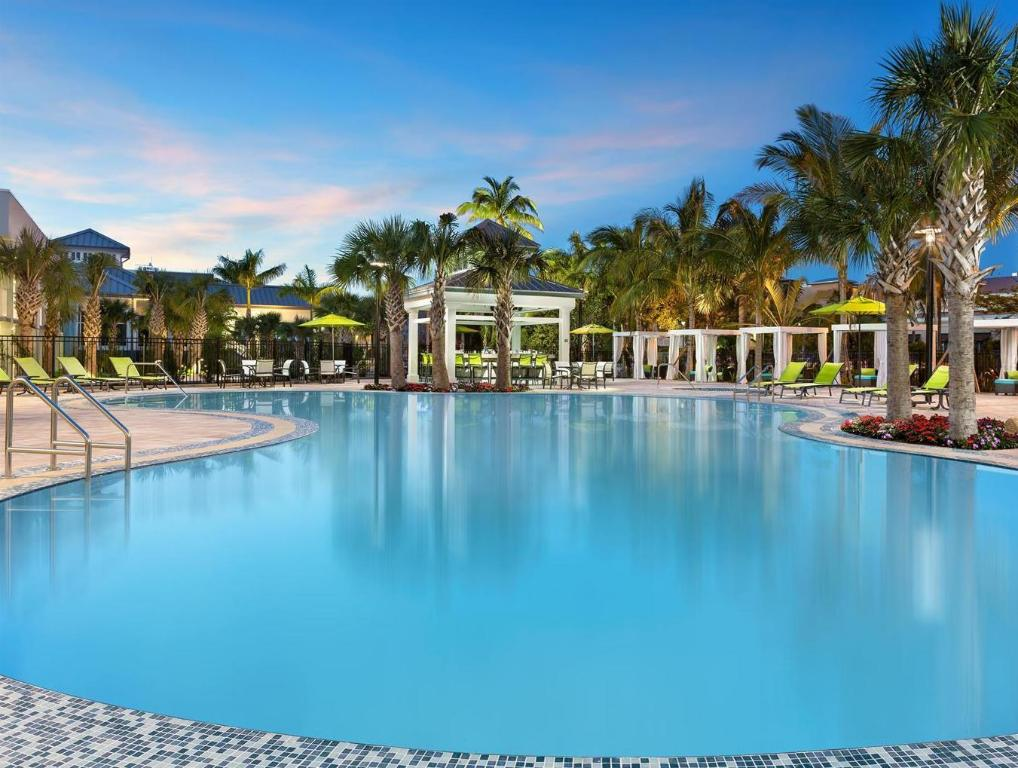 piscina al aire libre Hilton Garden Inn Key West The Keys Collection (Hilton Garden Inn Key West The Key Collection)