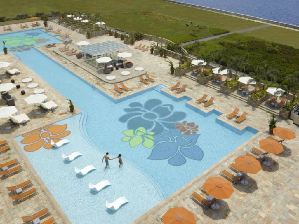 Swimming pool [outdoor] Solaire Resort & Casino