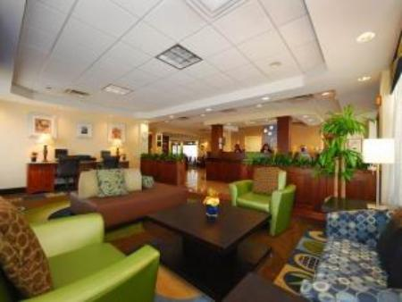 לובי Holiday Inn Express Boston