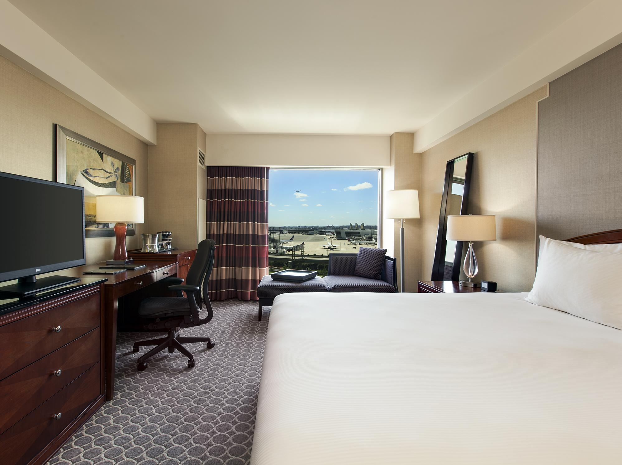 best price on hilton boston logan airport hotel in boston. Black Bedroom Furniture Sets. Home Design Ideas
