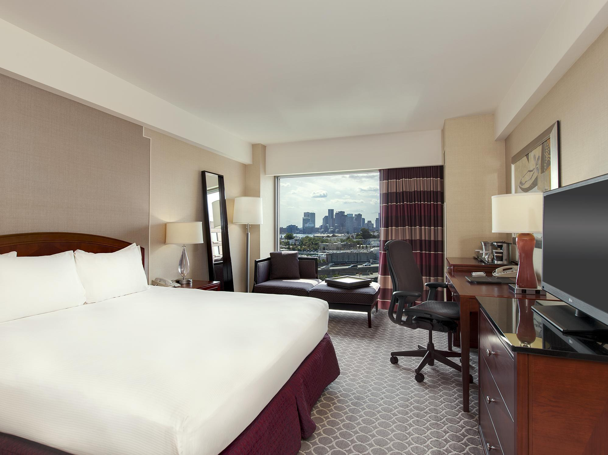 Zimmer mit Bostonblick u. Kingsize Bett (1 King Bed Boston View)
