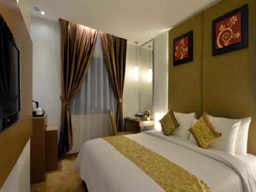 Superior Double or Twin Room Grand Tjokro Yogyakarta Hotel