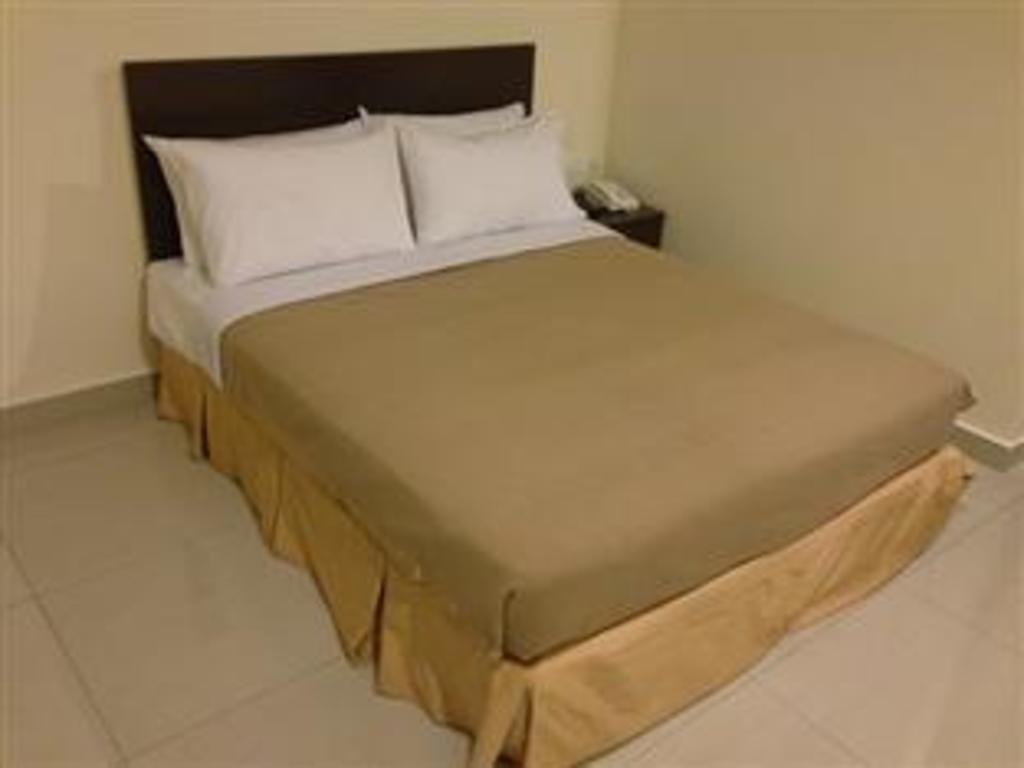 Oyo 653 Green World Hotel In Kuala Lumpur Room Deals Photos Reviews