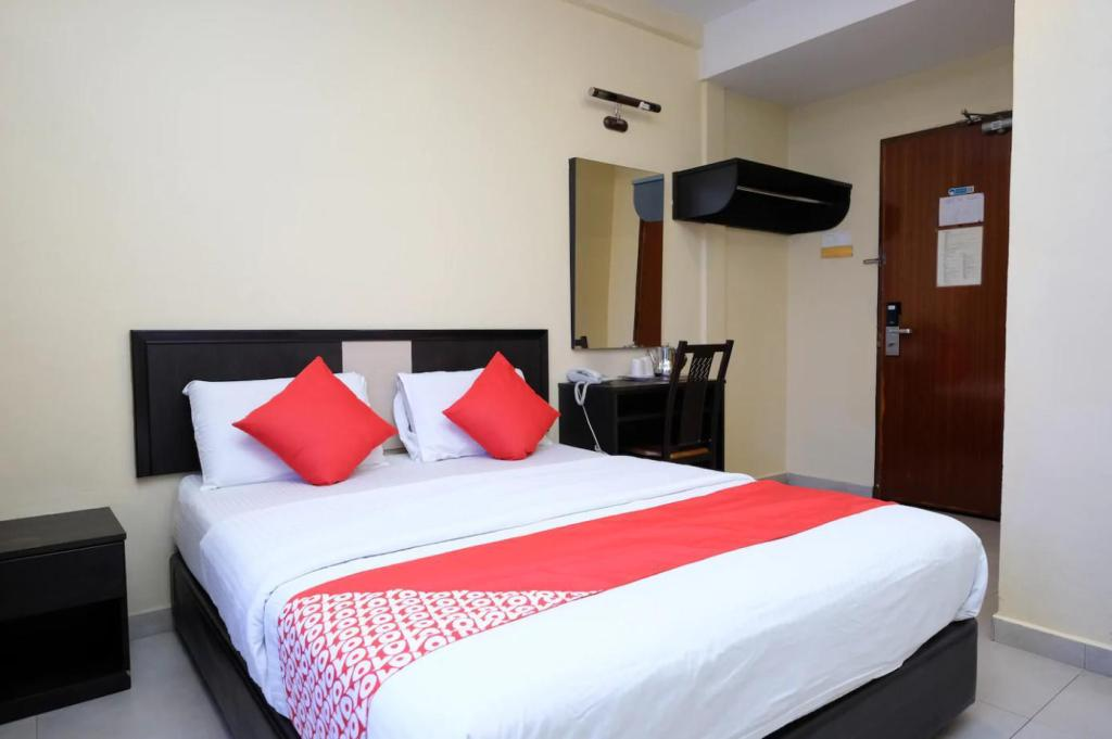 52dfab101 OYO 588 The Fern Lodge - Room Deals, Reviews & Photos (Johor Bahru ...
