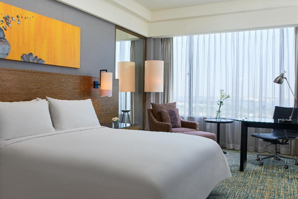 Deluxe room, Guest room, 1 King or 2 Twin/Single Bed(s) - Bed Renaissance Johor Bahru Hotel