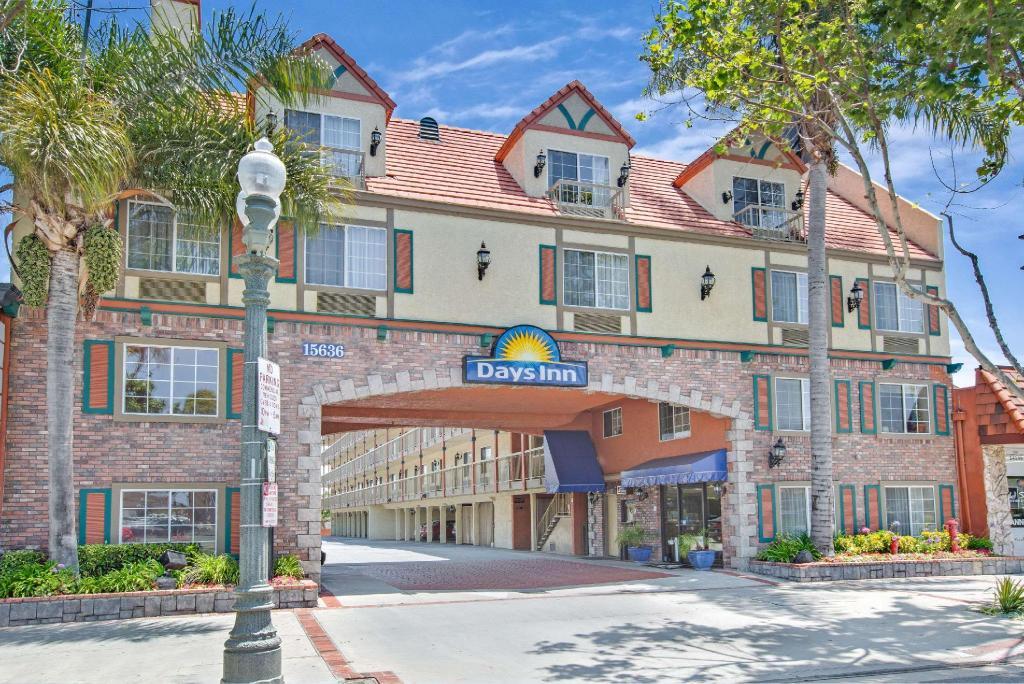 Book Days Inn By Wyndham Los Angeles Lax Redondo