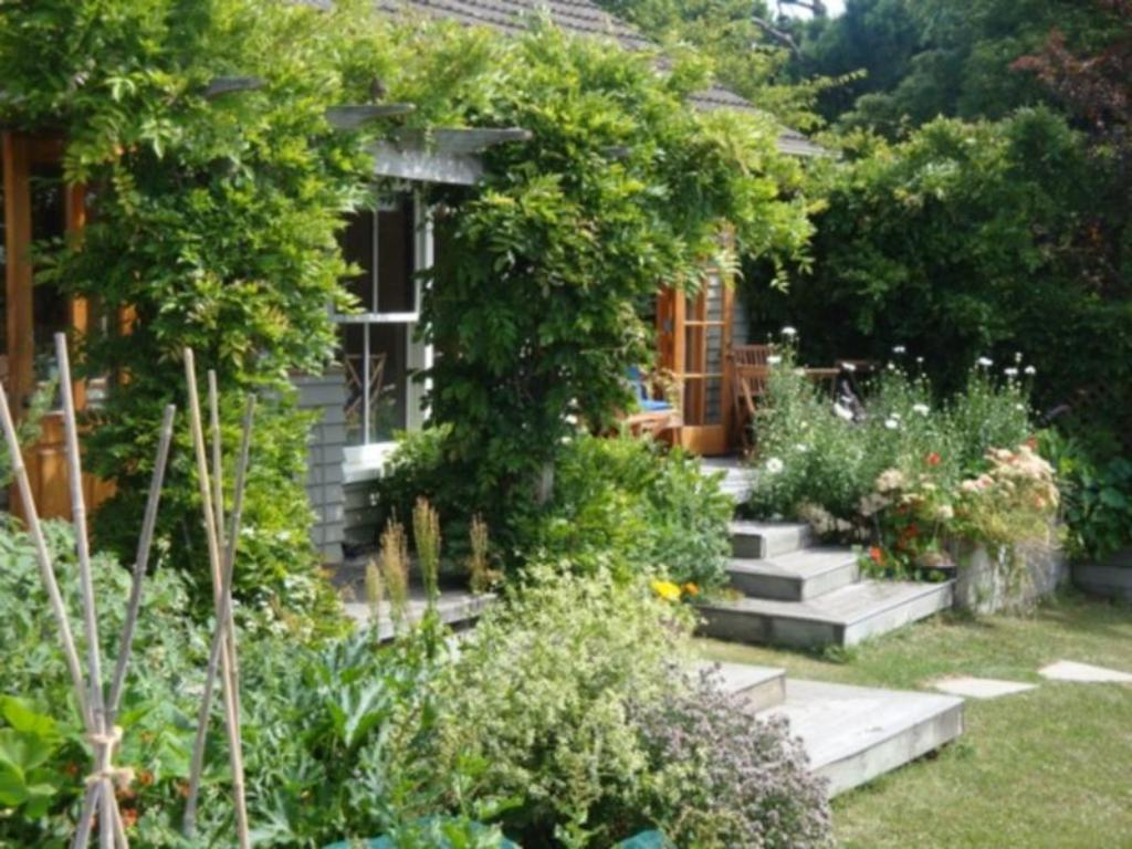 Featherstone Country Living Bed Breakfast Christchurch 2020
