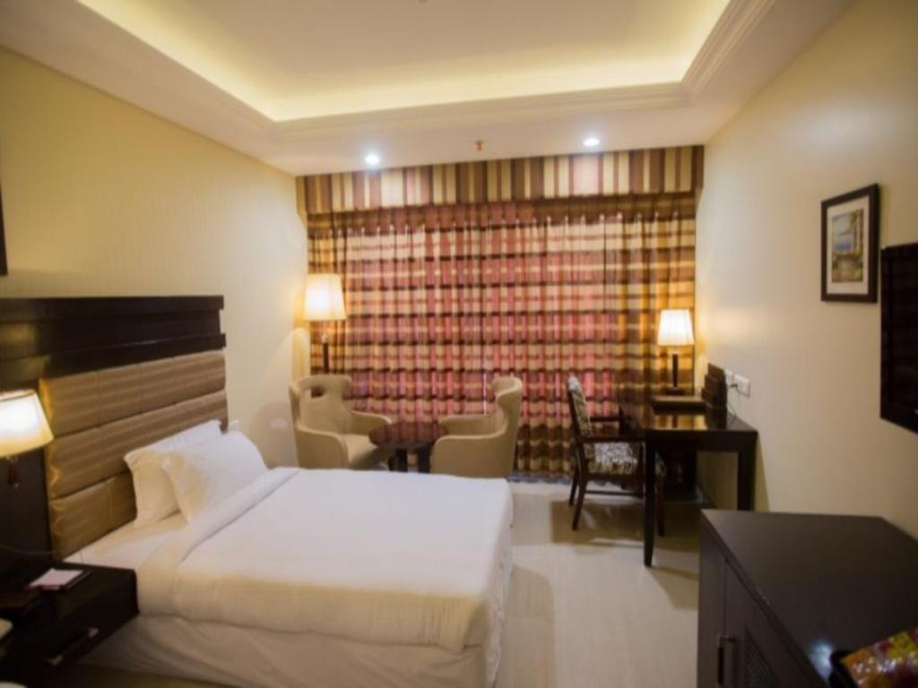 Executive Room - Guestroom Royal Reve Hotel