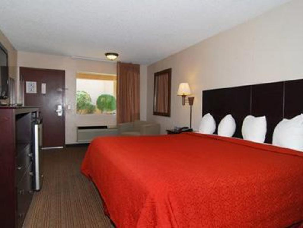 1 bedroom Suite Quality Inn Southwest