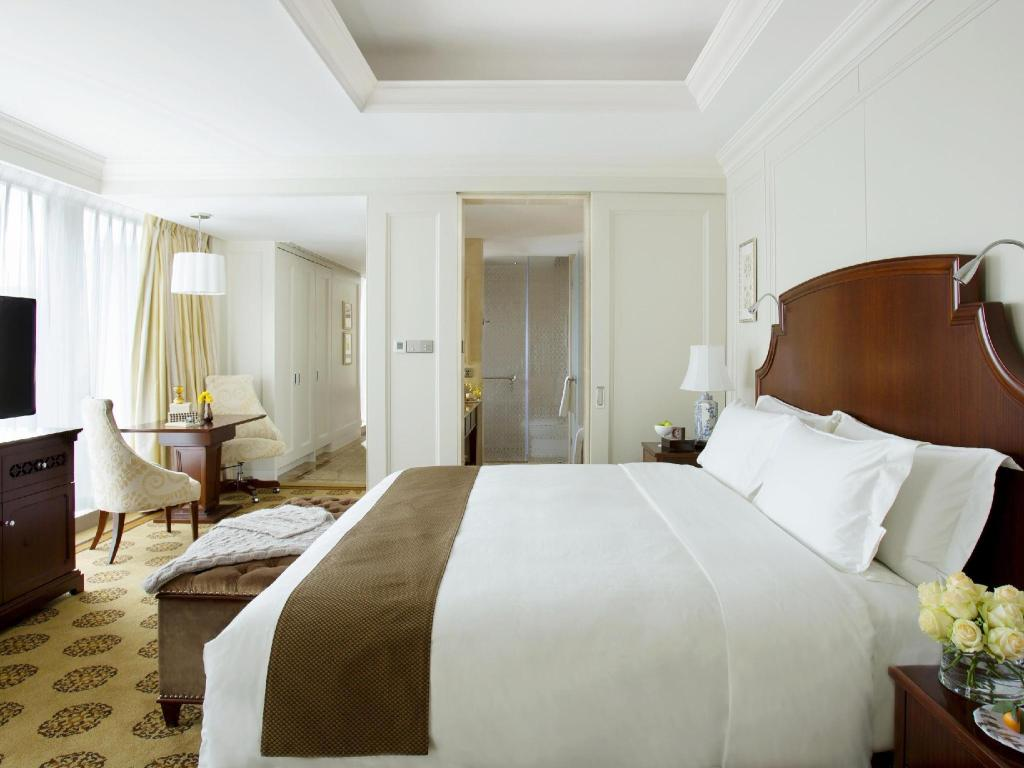 Deluxe King Bed - Bed The Langham Hotel Shenzhen