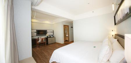 Business King Bed Xcellent International Serviced Apartment