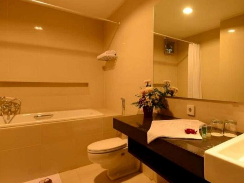 Bathroom Emilia Hotel By Amazing - Palembang