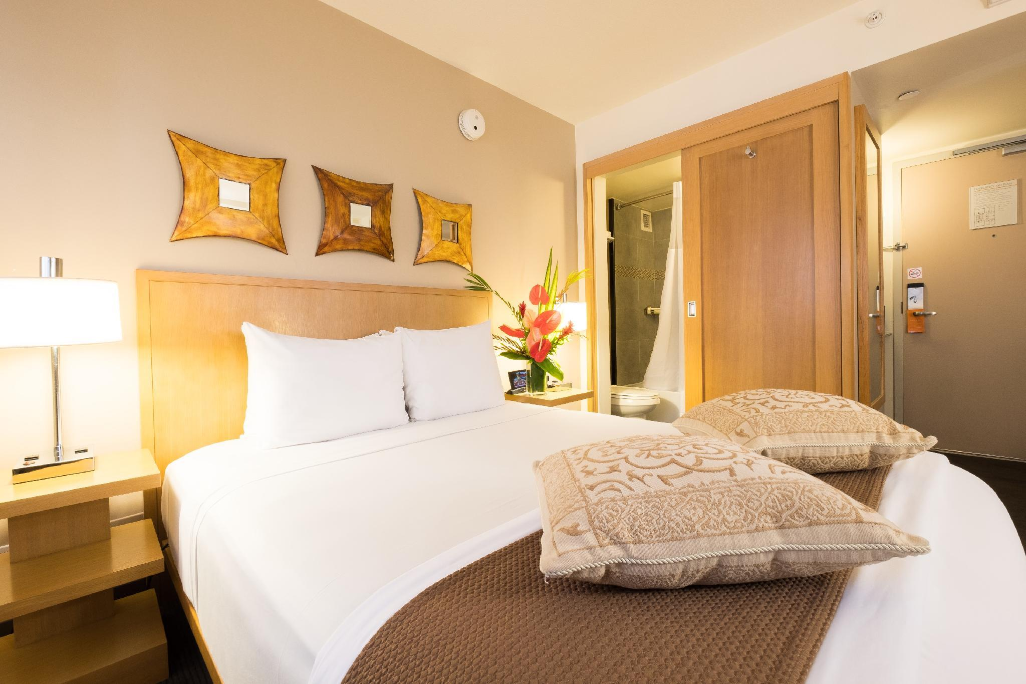 Vive Hotel Cosmopolitan Room