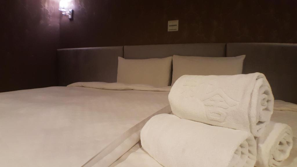 Economic Double Room - No Window - Bed Xinshe Hotel