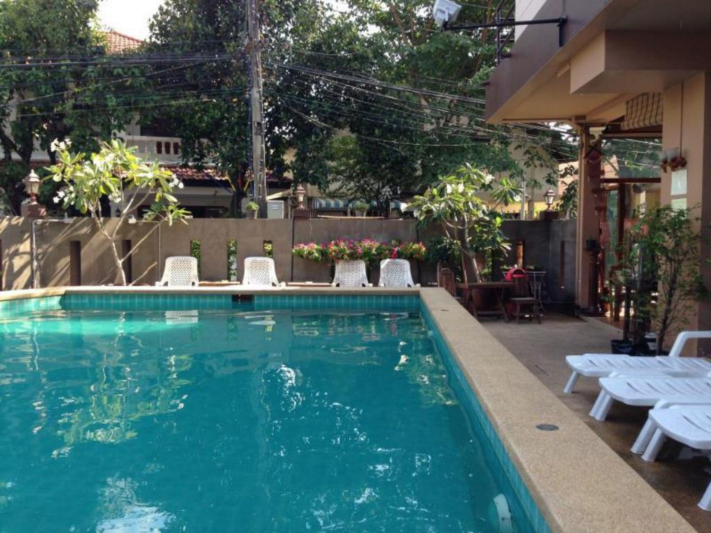 Swimming pool Teeraya Boutique Dormitory