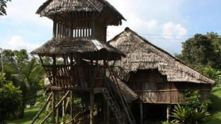 Maranjak Longhouse Lodge