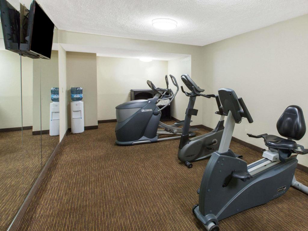 Fitness center Baymont by Wyndham Downtown Detroit