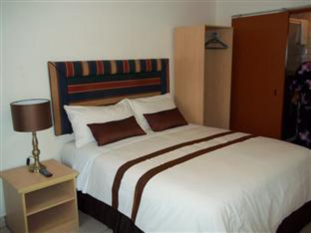 Queen Room - Non-Smoking - Bed Ecotel OR Tambo Airport