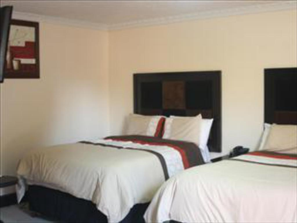 Double Ensuite Room - Bed Global Village Guesthouse Midrand