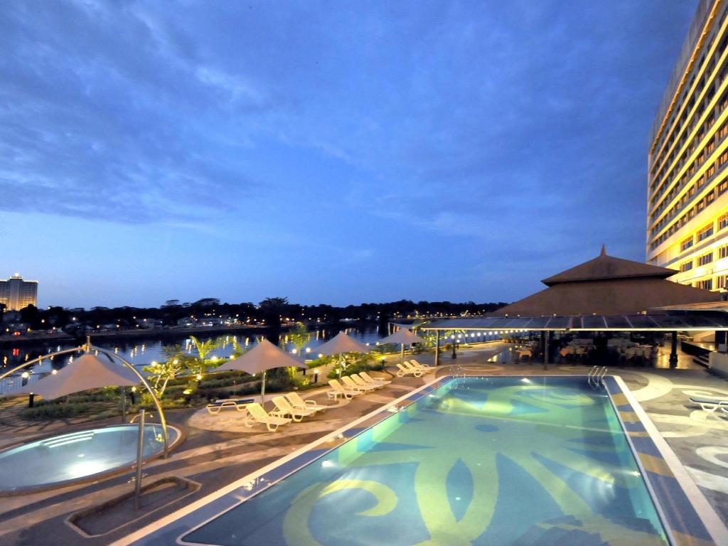 Grand margherita hotel in kuching room deals photos - Grand menseng hotel swimming pool ...