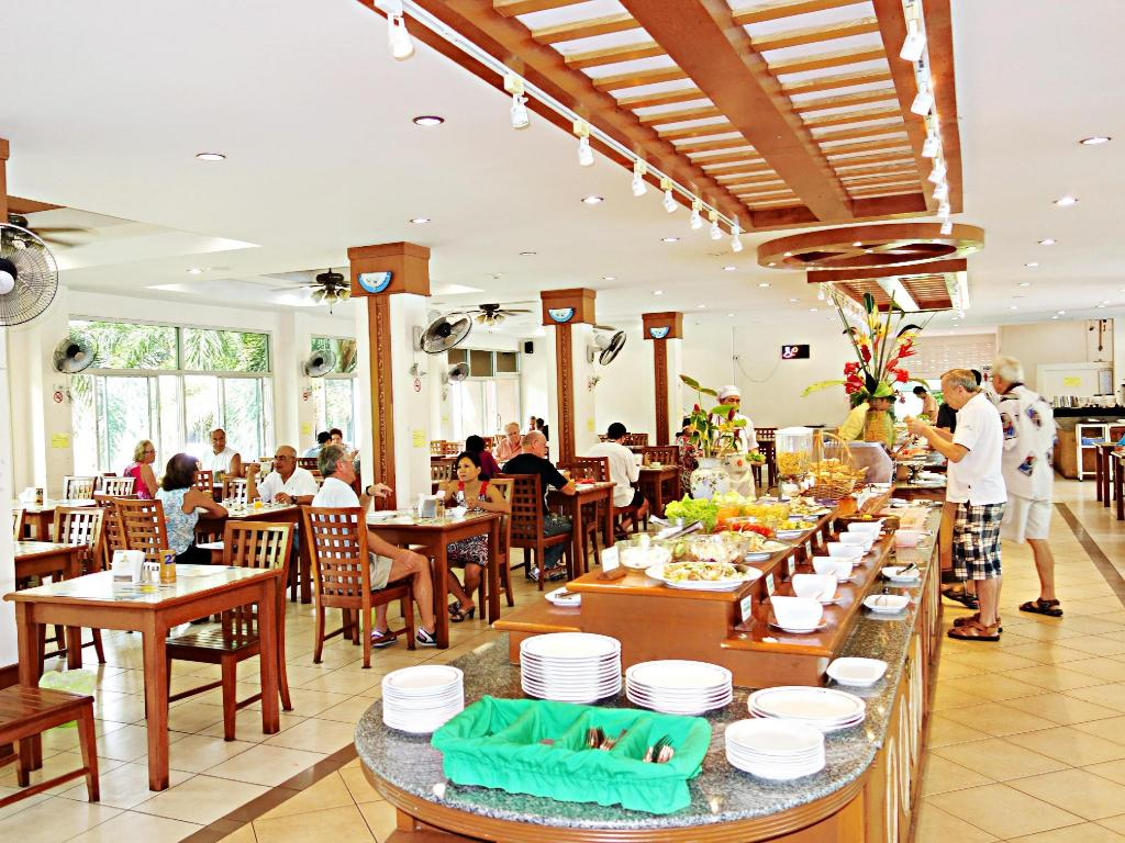 Best price on lek villa in pattaya reviews for Lek hotel pattaya