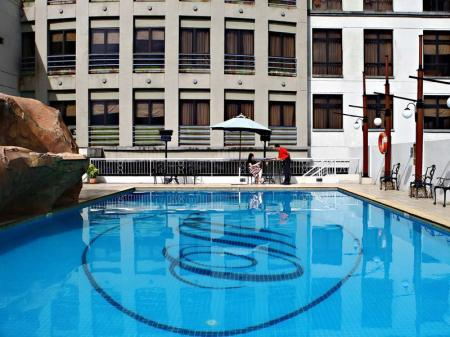 Swimming pool Merdeka Palace Hotel & Suites
