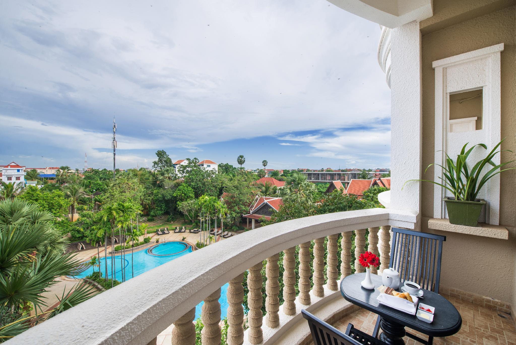 Kamar Double Landmark dengan Pemandangan Kolam Renang (Landmark Double Pool View)
