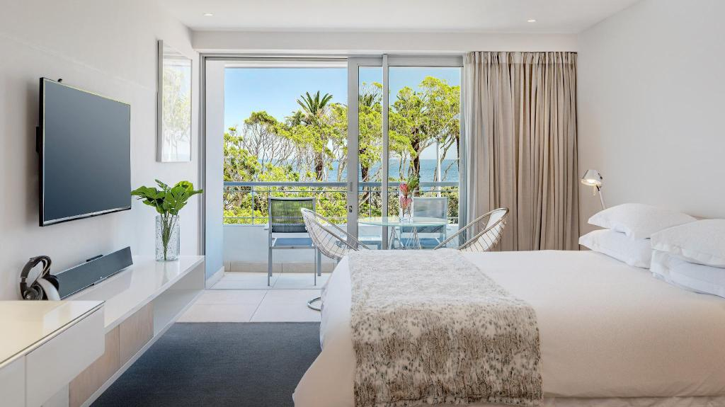 Deluxe Suite with Sea View - Bed South Beach Camps Bay Boutique Hotel