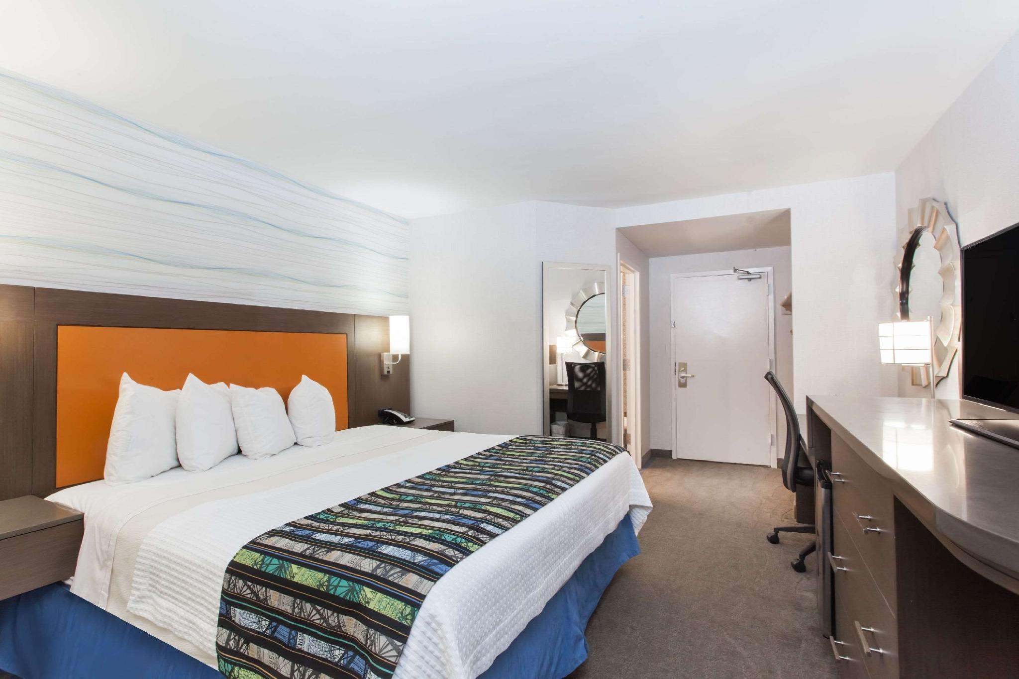 1 Queen Bed, Mobility Accessible Room, Smoke Free