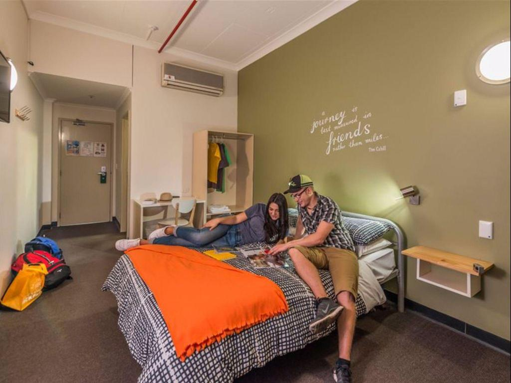 Double or Twin with Shared Bathroom - Guestroom Adelaide Central YHA Hostel